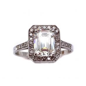 Anello oro, solitario squadrato e diamanti
