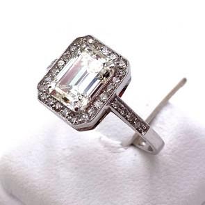 Anello oro, solitario squadrato e diamanti - 1.76 ct; 3.3 gr