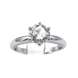 Anello solitario, montatura a 6 griffes, oro e diamante