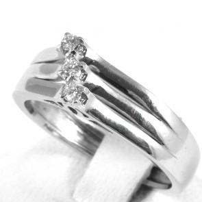 Anello trilogy-fascia, oro e diamanti - 0,10-0,12 ct; 5,27 gr