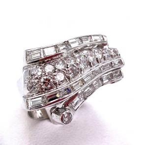 Anello vintage drappo in stile, platino e diamanti - 3.25-3.30 ct; 8.19 gr