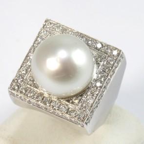 Anello maxi oro, quadro, perla australiana bianca da 14 mm di diametro con diamanti -1,70 ct; 18,8 gr