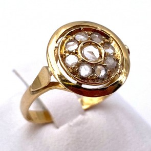 Anello toppa circolare in stile, oro e diamanti -0.15-0.20 ct; 2.63 gr