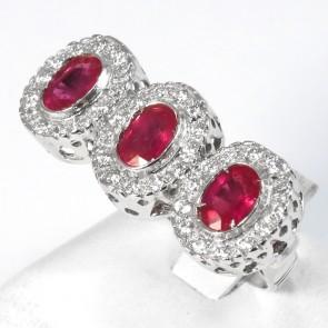 Anello trilogy margherite oro, rubino -  1.80 ct - e diamanti  - 0.45 ct; 8 gr.