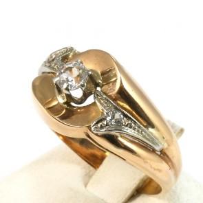 Anello solitario, in stile decò, oro e zirconi; 6.8 gr