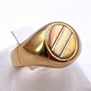 Anello uomo modello chevalier, oro tricolore; 4.68 gr