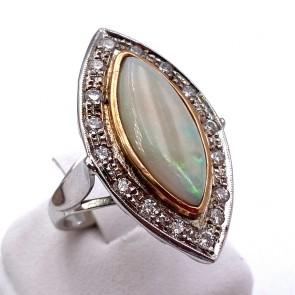 Anello, oro, maxi spola di opale - 6-7 ct e diamanti -0.60-0.70 ct. 8.55 gr.