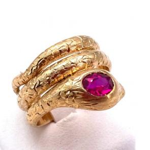 Anello serpente oro massiccio inciso, e rubino di sintesi. 14.8 gr.