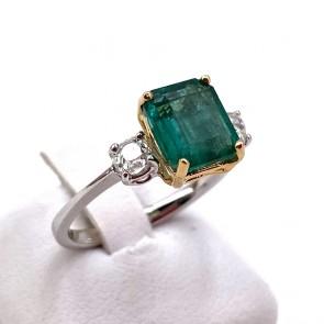 Anello oro, smeraldo - 2.6 ct - e diamanti - 0.55 ct; 3.53 gr