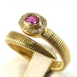 Anello serpente,  in stile oro, rubino -0,25-0,30 ct - e diamanti - 0,20-0,25 ct; 6.2 gr