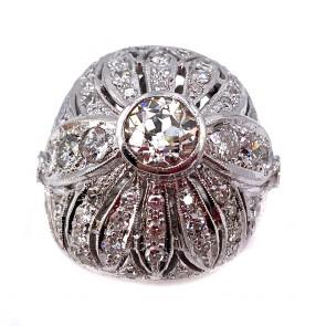 Anello maxi cupola, con solitario, oro e diamanti