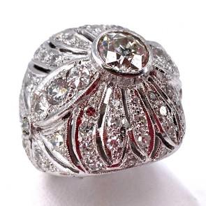 Anello maxi cupola, con solitario, oro e diamanti -1.42 ct + 3.7-3.9 ct; 13.71 gr