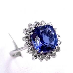 Anello margherita oro, tanzanite -4.58 ct- e diamanti -0.60 ct; 4.84 gr