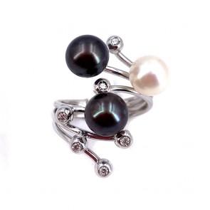 Anello contrariè oro, perle bianche e nere