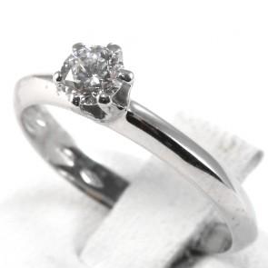 Anello solitario, montatura a 6 griffes, oro e diamante - 0.33 ct; 1.8 gr