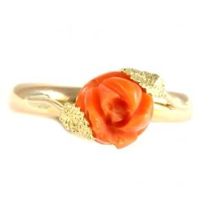 Anello in stile oro e rosa di corallo salmone;