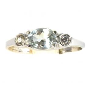 Anello fascia oro e pietre di sintesi azurra e bianche