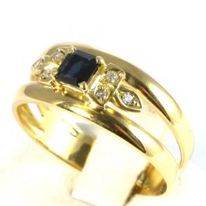 Anello fascia in oro con zaffiro -0.80-0.90 ct- e diamanti -0.06-0.08 ct; 3.2 gr