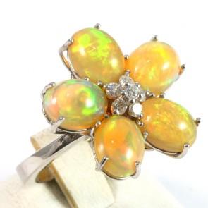 Anello maxi fiore, oro, opale - 6.8 ct e diamanti -0.45 ct; 8.4 gr