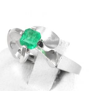 Anello solitario, oro e smeraldo - 0.43 ct; 4.5 gr