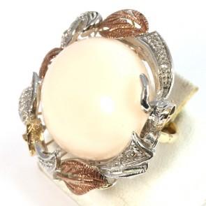 Anello maxi in stile corallo, oro, argento, diamanti - 0.30 ct- e diamanti; 17.6 gr