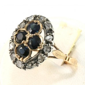 Anello in stile margherita oro, zaffiri - 3-3.20 ct e diamanti - 0.80 ct; 4.8 gr