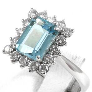 Anello oro, rettangolo acquamarina - 3.20 ct -  e diamanti - 0.80 ct-  5.4 gr
