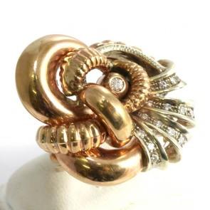 Anello maxi oro in stile con diamanti - 0.45 ct; 12.9 gr