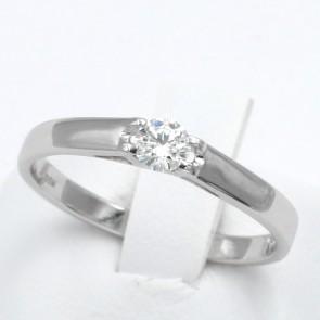 Anello solitario, oro e diamante - 0.20-0.22 ct; 2.2 gr