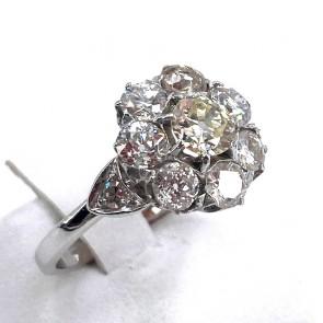 Anello margherita circolare, solitario taglio antico, oro e diamanti - 2.40-2.50 ct; 4.01 gr