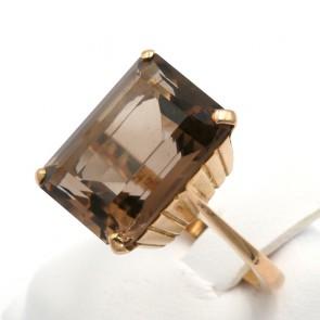 Anello in stile, antico, oro e quarzo fumè di sintesi rettangolare; 5,5 gr