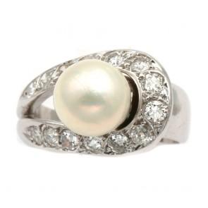 Anello in stile perla giapponese, oro e diamanti