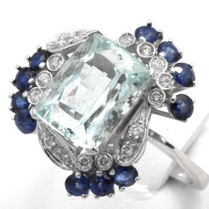 Anello oro, rettangolo acquamarina - 4.85 ct -, zaffiri - 1.80 ct - e diamanti - 0.90 ct-  8.26 gr