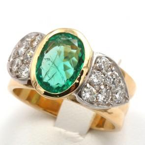 Anello fascia oro, smeraldo - 3.50-4 ct - e diamanti - 0.80-0.90 ct; 13.23 gr