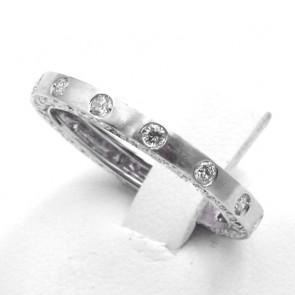 Anello eternelle oro e diamanti - 0.91 ct; 3.17 gr. Misura 18-19