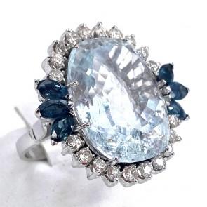 Anello maxi margherita oro, acquamarina - 34 ct - zaffiri - 0.60-0.65- e diamanti - 0.80-0.85 ct; 12.13 gr