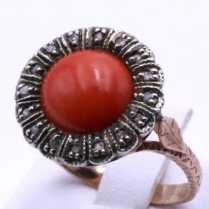 Anello circolare in stile corallo, oro - e diamanti; 6.14 gr