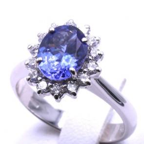 Anello margherita oro, tanzanite -1.93 ct- e diamanti -0.44 ct- -1.05 ct; 5.61 gr