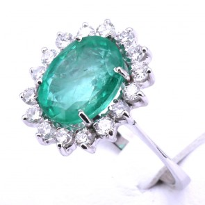 Anello margherita oro, smeraldo - 3.89 ct - e diamanti - 0.76 ct; 5.6 gr