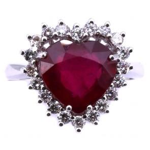 Anello cuore di rubino - 4.25 ct - e diamanti