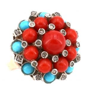 Anello maxi toppa circolare in stile corallo, turchese, oro - e diamanti; 13.57 gr