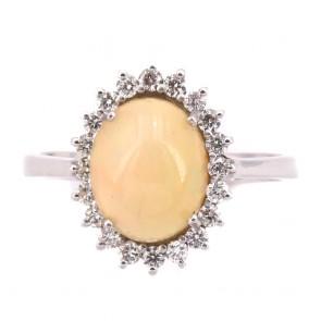 Anello margherita ovale, oro, opale - 3.10 ct e diamanti