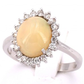 Anello margherita ovale, oro, opale - 3.10 ct e diamanti -0.38 ct. 5.31 gr.