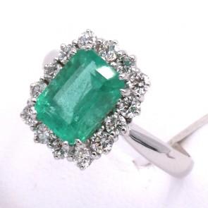 Anello margherita oro, smeraldo - 2.26 ct - e diamanti - 0.84 ct; 3.53 gr