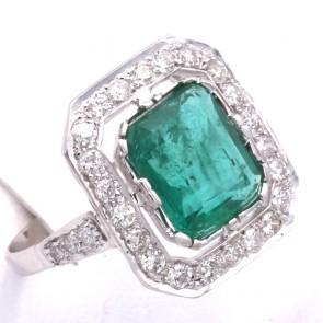Anello quadro oro, smeraldo - 2.91 ct - e diamanti - 0.76 ct; 4.61 gr