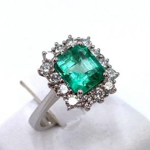 Anello margherita squadrata oro, smeraldo - 2.05 ct - e diamanti - 0.84 ct; 6.1 gr