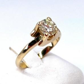 Anello solitario, originale montatura design, oro giallo e diamante - 0.68 ct; 3.83 gr