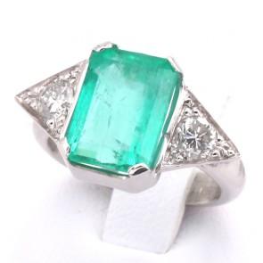 Anello oro, smeraldo - 2.40-2.70 ct - e diamanti - 0.35-0.40 ct; 5 gr