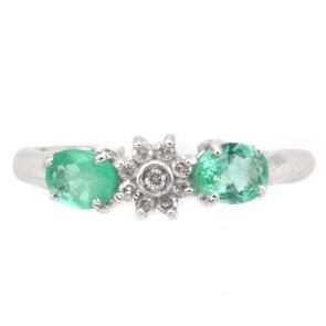 Anello fascia oro, margherita circolare diamanti e smeraldi