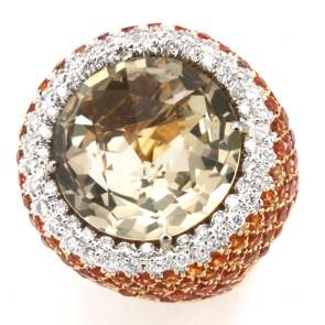Anello oro, quarzo fumè, zaffiri arancio e diamanti bianchi -0.90 ct; 23.5 gr.